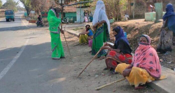 চিখালার গ্রামে করোনা ঢুকতে পারেনি  নারী লেঠেল বাহিনীর দাপটে !