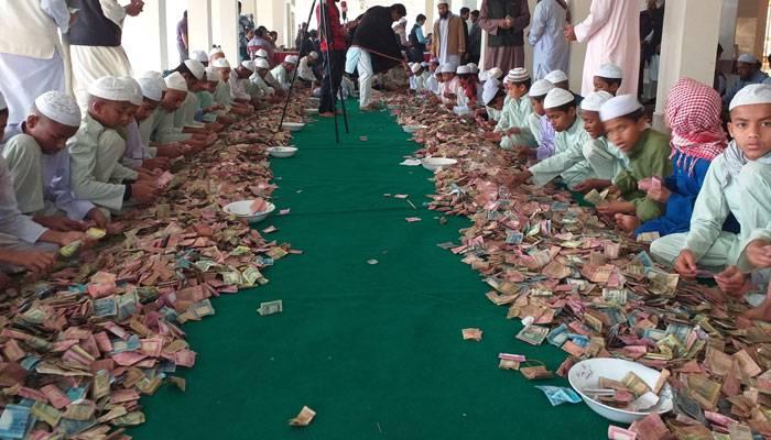 খোলা হয়েছে পাগলা মসজিদের দানবাক্স, মিলেছে ১২ বস্তা টাকা ও স্বর্ণালঙ্কার