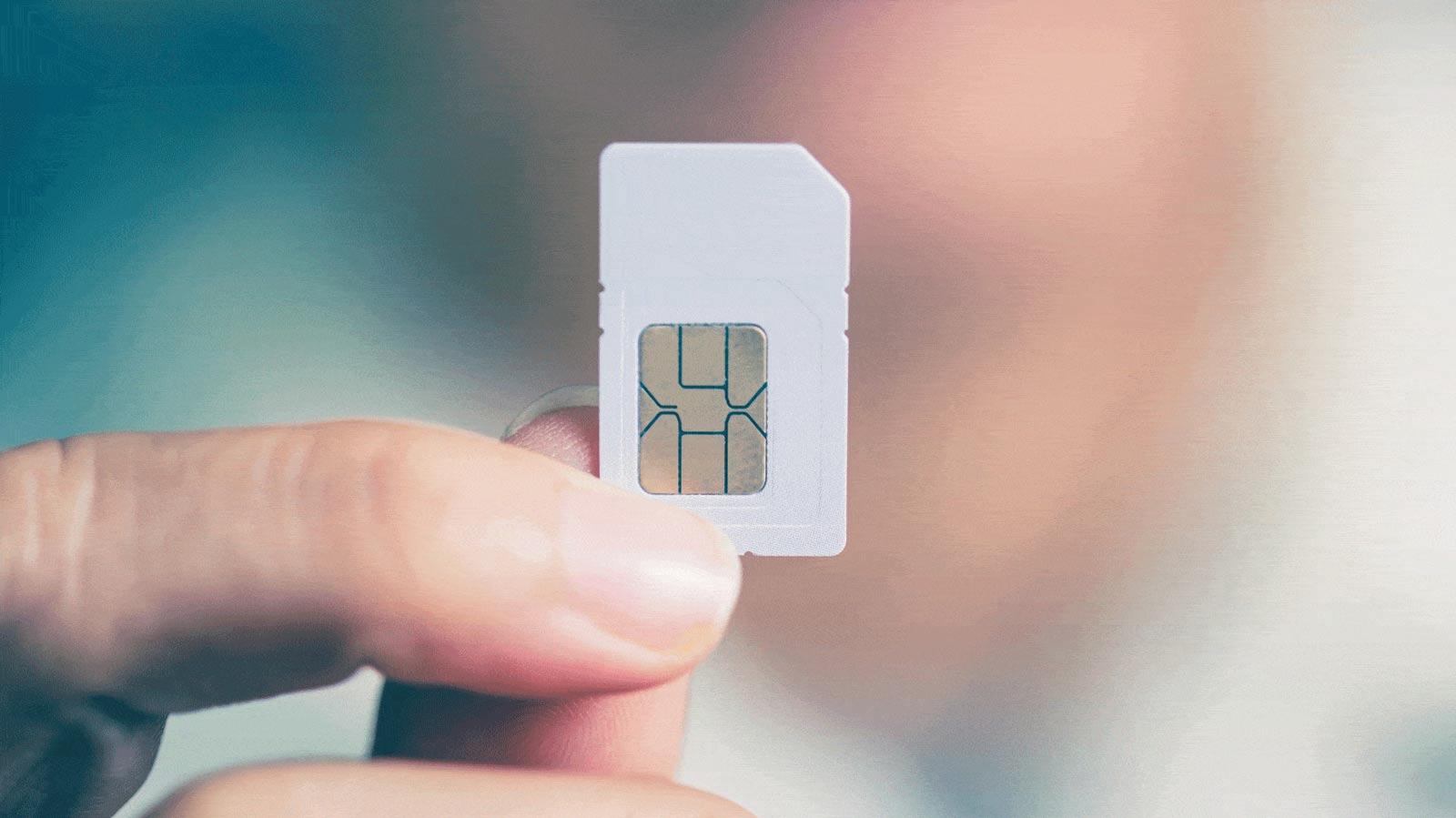 ছোট্ট একটা SIM Card সারা বিশ্বের সঙ্গে আপনার যোগাযোগ রাখে কী ভাবে?