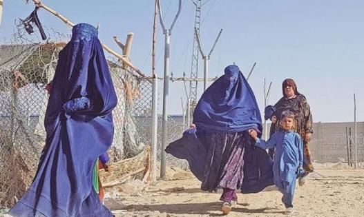 কাজে যেতে হবে না, বাড়িতে বসেই বেতন পাবেন আফগান নারীরা: তালেবান