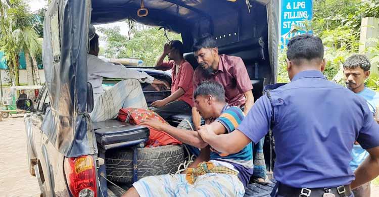 নোয়াখালীতে আসামি বহনকারী গাড়িতে সিলিন্ডার বিস্ফোরণ: ২ পুলিশ দগ্ধ